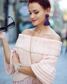 Off the shoulder top and messy bun Fashion Outfits, Womens Fashion, Catwalk, Celebrity Style, Street Style, Messy Bun, Celebrities, My Style, Pastels