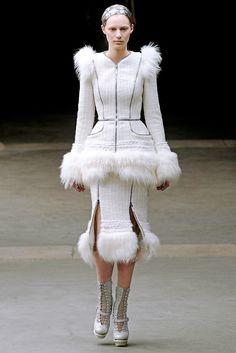 Alexander McQueen - Fall 2011 Ready-to-Wear