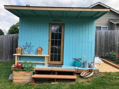 Give your backyard a whole new space with this diy pallet shed. Transform your pallets to create a whole new place for your planting and potting needs. Pallet Barn, Pallet Shed, Garden Pallet, Making A Compost Bin, Pallet Potting Bench, Pallet Swing Beds, Outdoor Paving, Wood Storage Sheds, Barn Storage