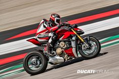 The 2020 Ducati Streetfighter and have been officially revealed. Based on the Panigale this new naked should be a wild ride. Sled Pictures, Dark Pictures, Ducati Motorcycles, Ducati Scrambler, Motorized Skateboard, New Ducati, Moto Ducati, Pirelli, Roadster