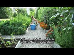 Perfection!  I want this yard and bravo to these front yard gardeners! Video: Drummondville's front yard vegetable garden Gorgeous!