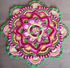 I've been tracking down some of these amazing Mandalas since finding the one from my earlier post. How gorgeous is this?? Mandala Madness interpreted by Linda Quistgaard Christoffersen‎ from FB CCC group www.facebook.com/…