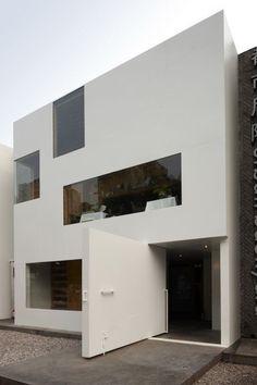 Minimalistic cube house. by Eva