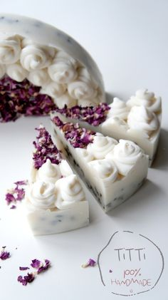 Really pretty soap cake. Soap Cake, Cupcake Soap, Savon Soap, Homemade Soap Recipes, Bath Soap, Soap Packaging, Cold Process Soap, Soap Molds, Home Made Soap