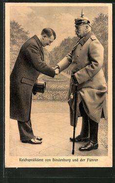 old postcard: AK Führer Adolf Hitler begrüßt Generalfeldmarschall von Hindenburg