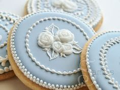 Wedgwood inspired cookies for tea ❤ Amazingly beautiful! Tea Cookies, Fancy Cookies, Flower Cookies, Royal Icing Cookies, Cupcake Cookies, Sugar Cookies, Cameo Cookies, Blue Cookies, Cookie Bouquet