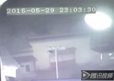 CHINA - Câmeras de Segurança Registram um Ser Interdimensional em um Templo Budista