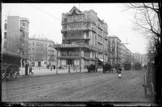 1900-20 - Hotel Palace i restaurant situat a la ronda de Sant Pere de Barcelona amb gent, tramvies i cotxes de cavalls. Josep Maria Co de Triola