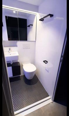 Small Bathroom Interior, Small Bathroom Layout, Modern Small Bathrooms, Small Bathroom Sinks, Tiny Bathrooms, Tiny House Bathroom, Simple Bathroom, Small Narrow Bathroom, Bathroom Sink Decor