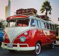 Volkswagen Buss and Campers Vw Camper Bus, Volkswagen Bus, Vw Caravan, Vw T1, Campers, Volkswagen Beetles, Caravan Ideas, Wolkswagen Van, Carros Retro