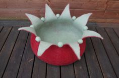 Handmade felted cat cave made from 100% Tirol wool. Please color OUT/IN write number as a comment. You will find a color palette next to cat bed photos.   Please specify the size needed when ordering.  Size S (cat weight is up to 4,5 kg)- 36X14 cm. Size M (cat weight is 4.5-5.9 kg) - 40X16 cm. Size L (cat weight is 6-7 kg) - 44x18 cm. Size XL 48x20 cm Size XXL 53x20 cm Size XXXL 58x20cm  +-5%