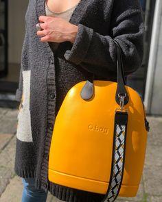 Auguri a tutte le DONNE , che ogni giorno con forza , coraggio e dignità affrontano la vita  #daobagstoreaversa #obag #woman #love… Yellow Purses, Yellow Handbag, Big Yellow, O Bag, Unique Bags, Prada Handbags, Blue Shoes, Clutch Purse, Casual Chic