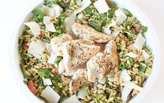 pastasalade met kip en pesto Lunches And Dinners, Cobb Salad, Potato Salad, Salads, Feta, Healthy, Ethnic Recipes, Foods, Drinks