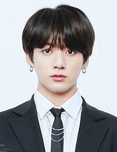 Look at my lil bunny Foto Jungkook, Foto Bts, Jungkook Oppa, Jung Kook, Taehyung, Jeongguk Jeon, Id Photo, Bulletproof Boy Scouts, Mug Shots