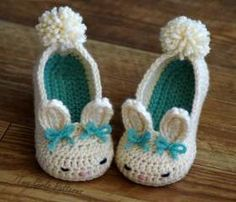Toddler Bunny Slippers Tot Hops Toddler Crochet Pattern - Childrens shoe Sizes 4 - 9 - ALL Six Sizes Included - Pattern number 214