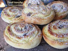 A családom szó szerint falta, hamar elfogyott az utolsó morzsáig! Pastry Recipes, Cookie Recipes, Snack Recipes, Dessert Recipes, Snacks, Chefclub Video, Bread Dough Recipe, Hungarian Recipes, Tasty