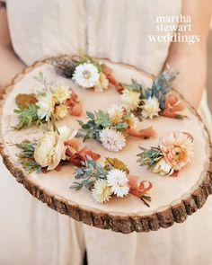Boutonnieres of ranunculus, eucalyptus, straw flower, acacia, tuberose, and oak leaf were worn by groomsmen.