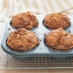 Really yummy! These vanilla-pear muffins are the perfect project for a lazy weekend. Choose firm, ripe pears for this recipe. Pear Recipes Baking, Asian Pear Recipes, Muffin Recipes, Jelly Recipes, Recipes With Pears, Fresh Pear Recipes, Blender Recipes, No Bake Desserts, Just Desserts