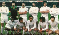 REAL MADRID 1980-81.  Debout : Stielike, Garcia Remon, Benito, Garcia Cortes, Garcia Hernandez, Camacho. Accroupis : Cunningham, Juanito, Del Bosque, Angel, Santillana.