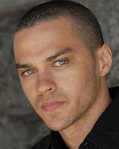 Jesse Williams a.a Dr. Jackson Avery on Grey's Anatomy Jesse Williams Grey's Anatomy, Jessie Williams, Jackson Avery, Black People With Freckles, Black Freckles, Beautiful Eyes, Gorgeous Men, Beautiful People, Beautiful Freckles