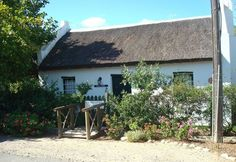 Our old Cape Dutch style buildings will keep you cool during the summer heat 🌞 Rain Shadow, Cape Dutch, Self Catering Cottages, Thatched Roof, Summer Heat, Bed And Breakfast, Buildings, House Styles, Garden