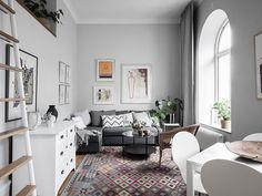Tiny, but full of charm, Scandinavian apartment (Daily Dream Decor) Scandinavian Apartment, Parisian Apartment, Apartment Interior Design, Design Interior, Studio Apartment, Twin Bed Furniture, Plywood Furniture, Home Decor Wall Art, Living Room Decor