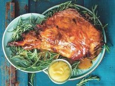 Lamsboud in bier en roosmaryn South African Recipes, Lamb Recipes, Pinterest Recipes, Pork, Turkey, Eat, Cooking, Dinner Ideas, Finger