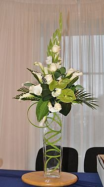Best Beautiful Flowers Arrangement Ideas For Your Wedding - Life Hack Tropical Flower Arrangements, Creative Flower Arrangements, Church Flower Arrangements, Vase Arrangements, Beautiful Flower Arrangements, Floral Centerpieces, Beautiful Flowers, Exotic Flowers, Colorful Flowers