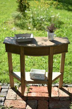 Príručný stolík II