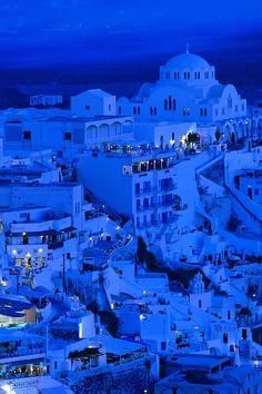 サントリーニ島の青い夕暮れ - ギリシャ もっと見る