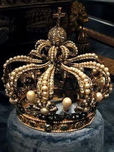 Pearl crown, Munich, Germany Treasury by atsubor