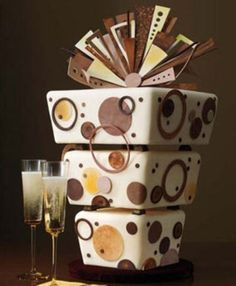 Unique brown cake with geometric details in browns and yellows.