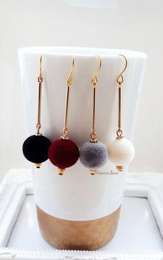 ベロア調フロッキーボールロングピアス(ブラック) Jewelry Design Earrings, Designer Earrings, Beaded Earrings, Fashion Earrings, Earrings Handmade, Beaded Jewelry, Handmade Jewelry, Jewellery, Fabric Beads