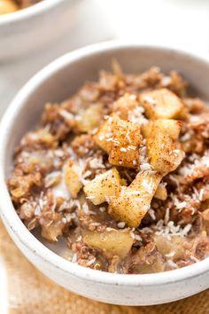 This Cinnamon Apple Breakfast Quinoa recipe is a seasonal favorite using fresh apples and cinnamon! Tastes like autumn and uses only 5 ingredients to make. [VEGAN & GF] #breakfastquinoa #quinoarecipe #simplyquinoa