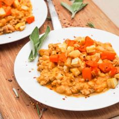 Ground #chicken #pumpkin chili with roasted veggies takes the standard chili to a whole new level. The ultimate fall or winter comfort food. Both #glutenfree and #dairyfree
