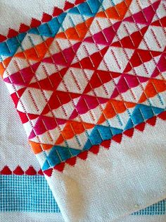 color, pattern ..great inspiration for www.smartcreativestyle.com