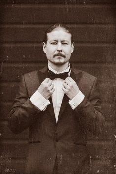 Hääkuvaus / Wedding photography.  Old time wedding photo, looks like film.  Linnan Juhlakuva Abraham Lincoln