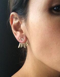 Gold and Moonstone Earring Wrap por GemBlue en Etsy