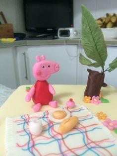 Peppa Pig - bolo quadrado de pasta americana (fondant)