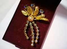 Vintage brooch Gold tone brooch Pearl broach by StrawberryfVintage