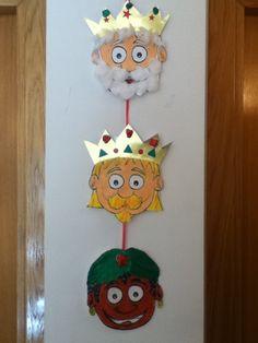 Foto: Treball de Nadal P-5. Curs 10-11 Christmas Nativity, Christmas Door, Halloween Christmas, Christmas Crafts For Kids, Christmas Holidays, Christmas Ornaments, Bible Crafts For Kids, Toddler Crafts, Fun Crafts