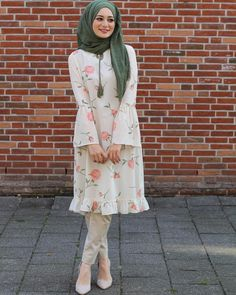 Short Frock Hijab Outfit for Cheerful Summer Walkouts – Girls Hijab Style & Hi. Short Frock Hijab Outfit for Cheerful Summer Walkouts – Girls Hijab Style & Hijab Fashion Ideas Islamic Fashion, Muslim Fashion, Modest Fashion, Girl Fashion, Fashion Dresses, Fashion Ideas, Style Fashion, Hijab Style Dress, Casual Hijab Outfit