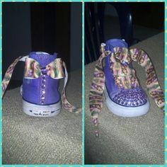 Converse intervenidas, eran azules y las teñí con papel seda color violeta, apliques de brillantes adelante y cinta de Rapunzel como cordones.     https://itunes.apple.com/us/app/photo-grid-collage-maker/id543577420?mt=8
