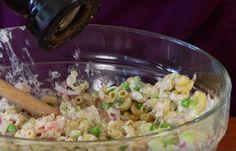 Heb je zin in wat lekkers en gezonds, maar juist geen zin om te zwoegen in de keuken? Maak deze pastasalade met tonijn dan eens...
