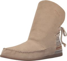 Sanuk Womens Julep Moccasin Bootie Sand/Natural Bayridge Blanket Size 7.5. Suede moccasin bootie with textile blanket heel custom designed in the USA by Wesley Mancini for Valdese Weavers and lace tie. Flexible construction. Microfiber covered PU footbed featuring yoga mat heel pod. Arch Support and Antimicrobial additive. Molded rubber outsole.