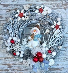 The Effective Pictures We Offer You About DIY Wreath easy A quality picture can tell you many things. You can find the most beautiful pictures that can be presented to you about DIY Wreath in this acc Christmas Wreaths For Windows, Christmas Ornament Wreath, Xmas Wreaths, Christmas Decorations, Elegant Christmas, Christmas Art, Simple Christmas, Diy Wreath, Wreath Ideas