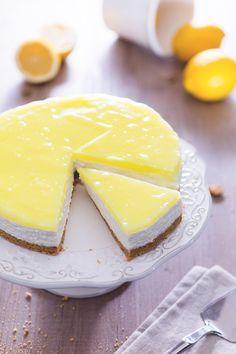 Dolce o sorbetto? Con la #cheesecake al #limone non dovrete più scegliere, il suo gusto fresco e aromatico la rende un perfetto fine pasto! ( #lemon cheesecake) #Giallozafferano #recipe #ricetta #dessert #cheese #sweet
