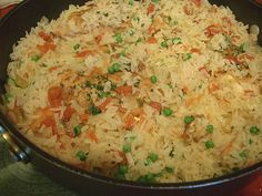 Arroz frito con pollo (fried rice with chicken) Recetas Honduran Recipes, Mexican Food Recipes, Ethnic Recipes, Honduran Food, Crockpot Sunday Dinner, El Salvador Food, Salvadoran Food, Recetas Salvadorenas, Costa Rican Food