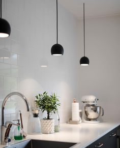 A Swedish Interior Stylist and Photographer's Haven (my scandinavian home) Room Interior, Interior Design Living Room, Living Room Designs, Arch Interior, Kitchen Lamps, Kitchen Lighting, Kitchen Interior Inspiration, Swedish Interiors, Cozy House