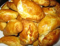 Smile Greek: Mini Cheese pies in 5 minutes - Τυροπιτάκια σε 5 λεπτά Cypriot Food, Cheese Pies, Greek Recipes, Pretzel Bites, Brunch, Appetizers, Bread, Breakfast, Savoury Pies